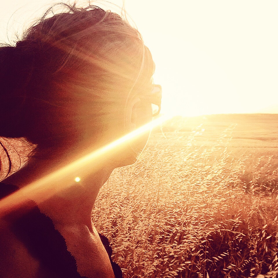 sun exposure, woman looking into sun, sunglasses, wheat field
